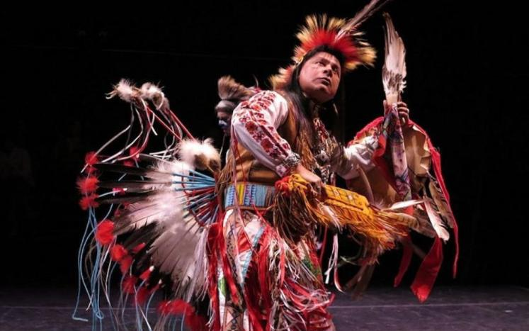 Photo of Thunderbird American Indian dance troupe